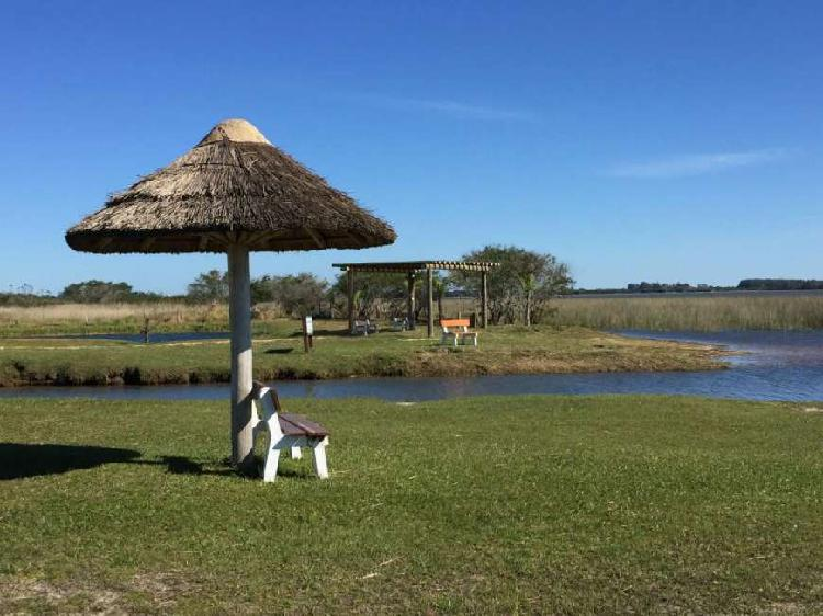 Maravilhoso sítio na lagoa da pinguela, juntos às praias e