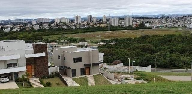 Terreno de 900 m sup2 condomínio fechado urbanova