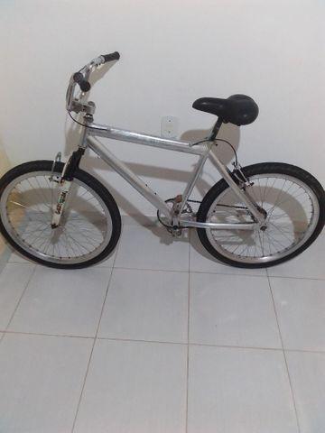 Vendo bicicleta de alumínio aro26
