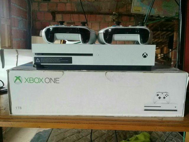 Xbox one s 1tb, 2 controles e jogos na memória. leiam a