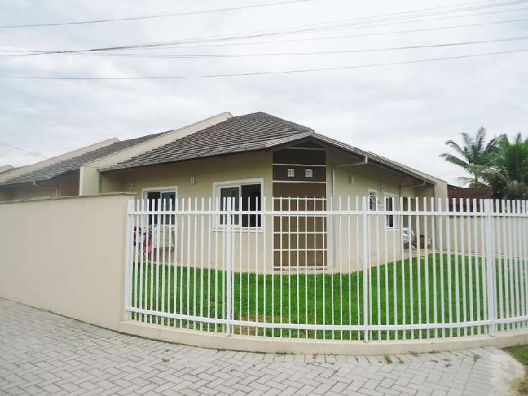 Casa geminada, plana, com 3 dormitórios, bairro vila nova,