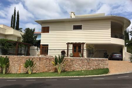 Casa de 380 metros quadrados no bairro chácaras silvania