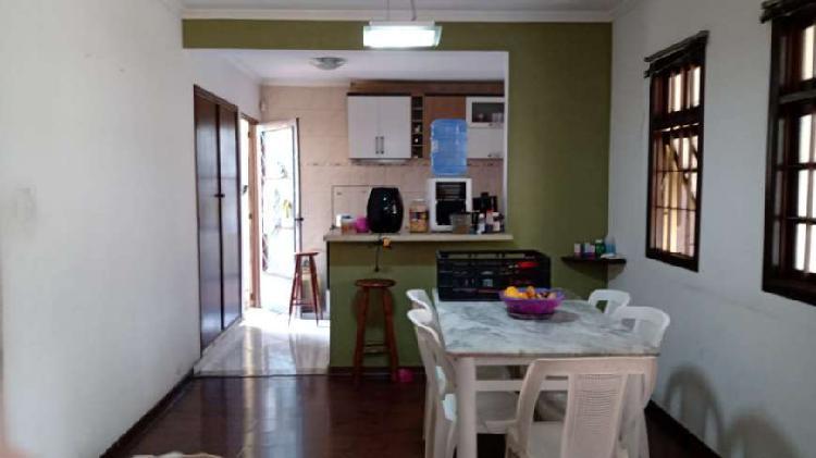 Casa espaçosa e confortável 4 quartos 2 suítes jd