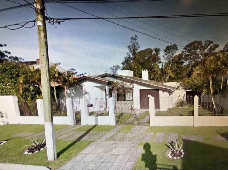 Casa para venda possui 640 metros quadrados com 3 quartos