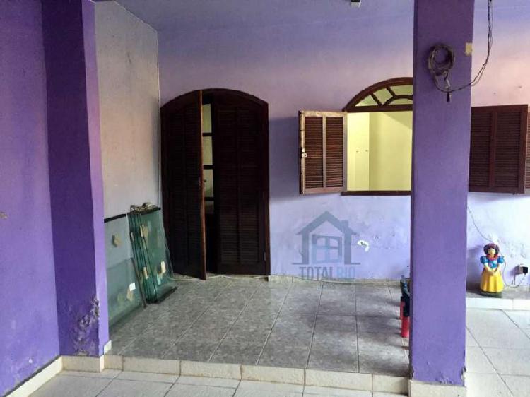 Casa para venda possui 90 metros quadrados com 3 quartos em