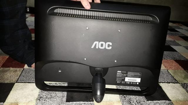 Computador, monitor com mouse e teclado