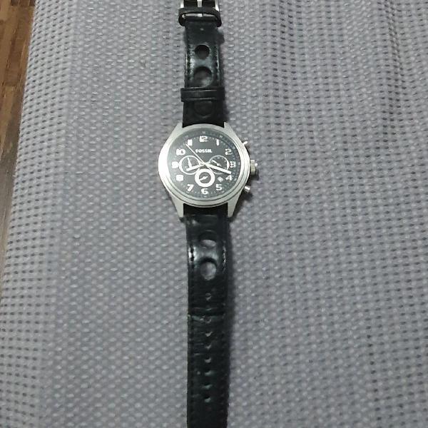 Relógio fossil analógico
