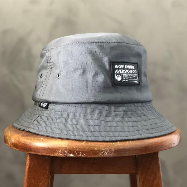 Chapéu bucket hat aversion worldwide cinza chumbo