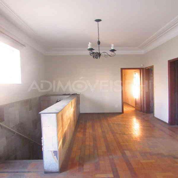 Casa comercial, floresta, 7 quartos, 7 vagas, 2 suítes