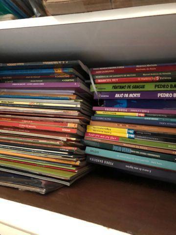 Livros infantis e do ensino médio - nomes na descrição e