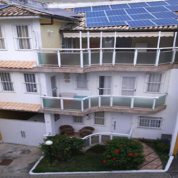 Casa de condomínio para venda possui 190 metros quadrados