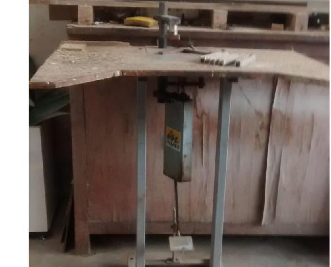 Grampeadeira para montagem de moduras e chassis b,alto