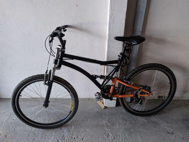 Bicicleta aro 26, troco ou vendo