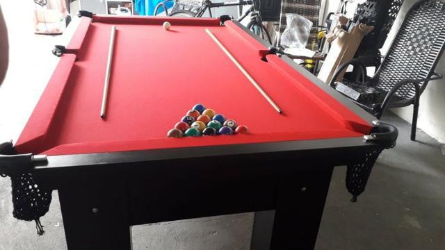 Mesa charme de sinuca | mesa preta | tecido vermelho