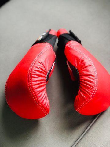 Vende - se ? luva para prática de esporte - boxe - muai