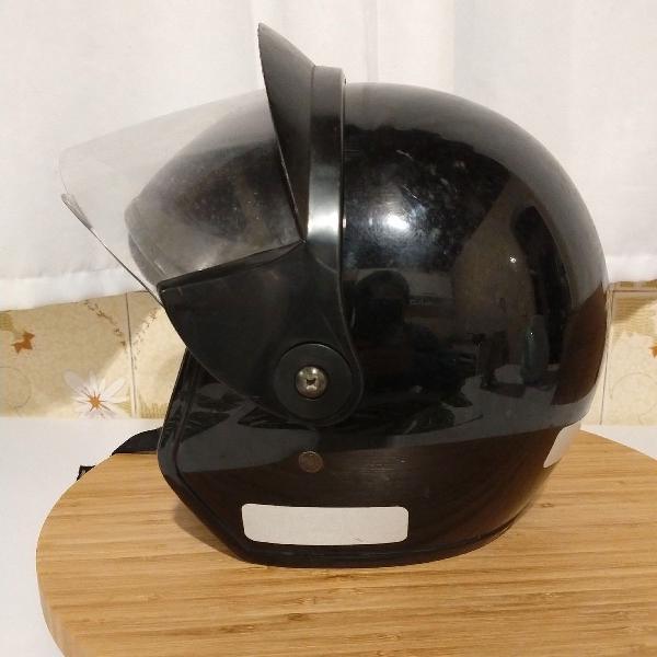 Capacete preto tamanho 58