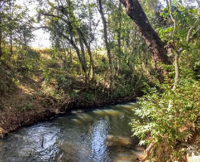 Chácara top de 1200m2 c riacho nos fundos em mateus leme mg
