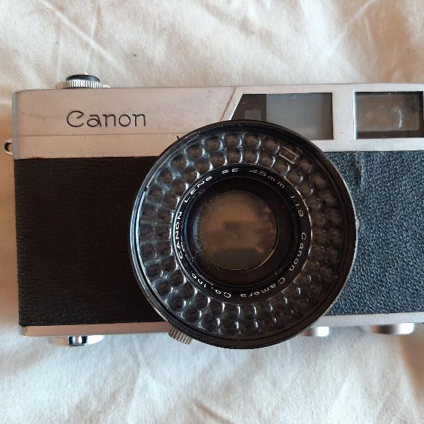 Câmera vintage canon com capa