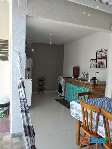 Casa com 03 quartos no bairro vista verde 3