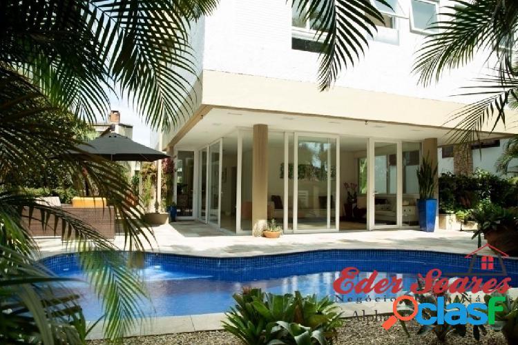 Casa luxuosa no residencial 9, com móveis planejados e academia