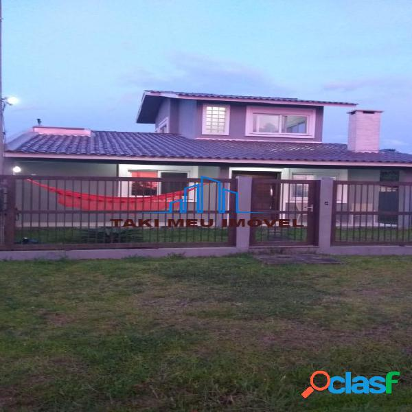 Linda casa mobiliada com acabamentos em alto padrão em praia tranquila 1