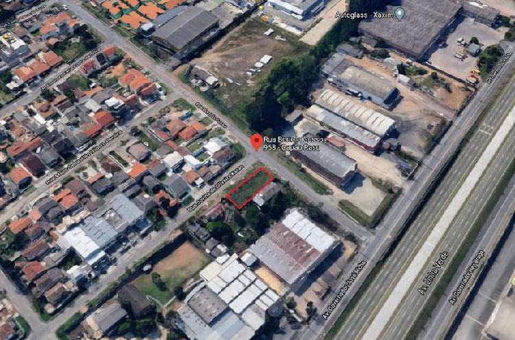 Terreno de esquina com 455m2 no Capão Raso por R$450.000,00
