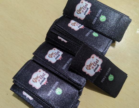 Etiquetas para roupas e artesanato em cetim