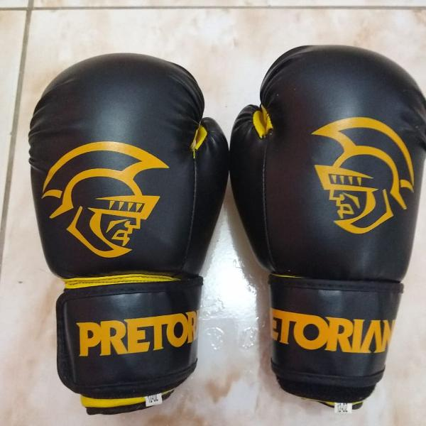 Kit boxe muay thai first pretorian = bandagem + luva 12 oz -