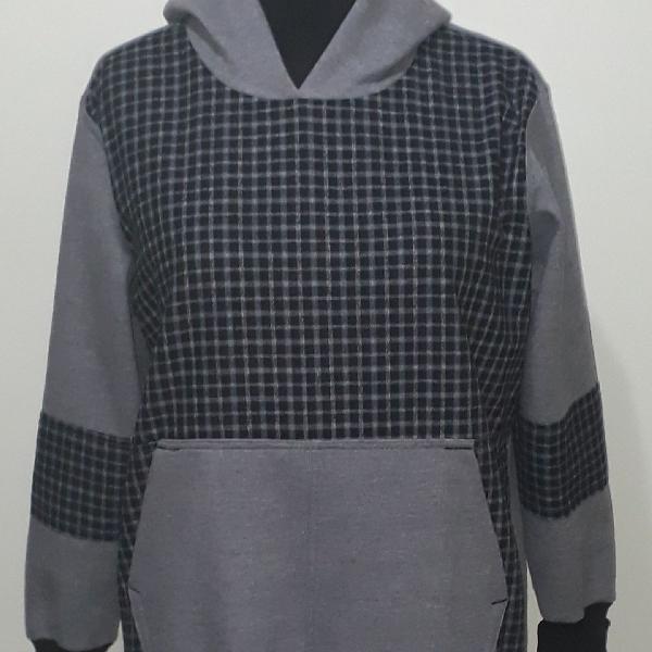 Blusa de moletom detalhe com flanela xadrez