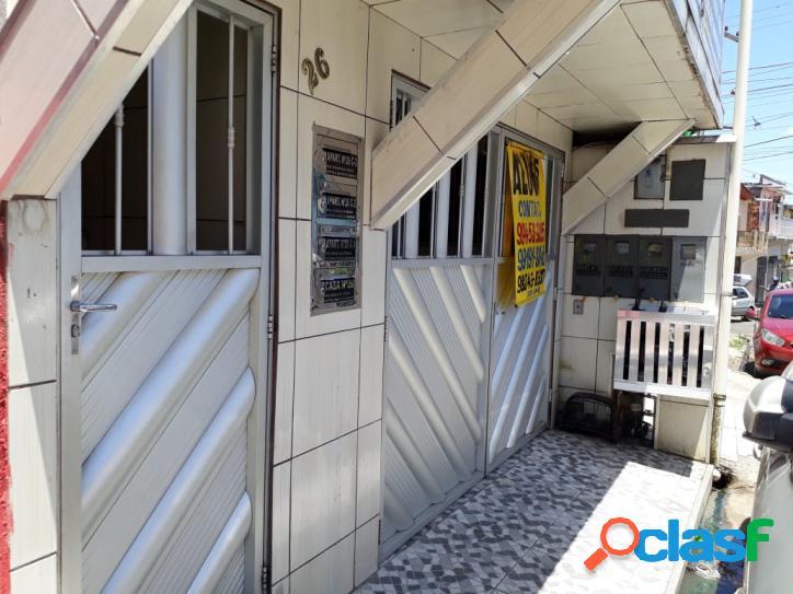 Casa c/ 2 quartos na compensa (climatizada c/ garagem).