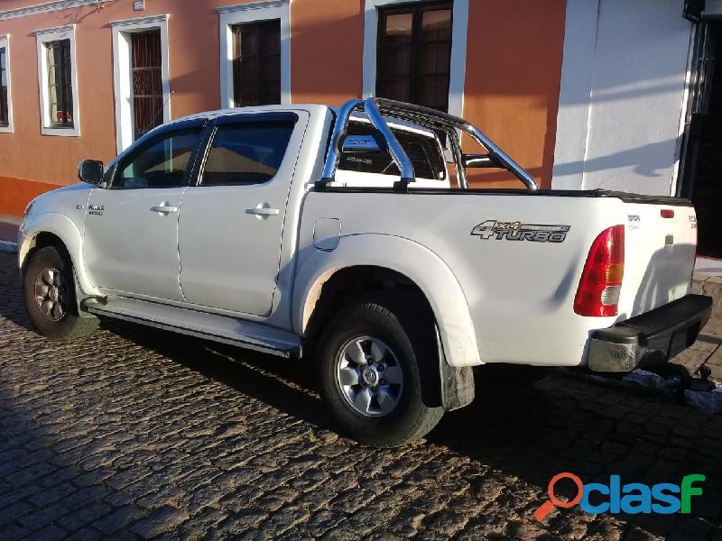 Vende se Toyota Hilux Diesel 4x2 ano 2006 3.0 Cor Branca 1