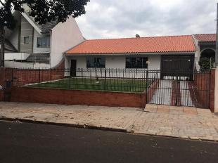 Aluga casa na zona 05, ótima localização, rua santa