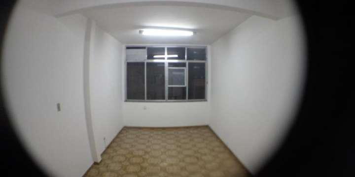 Alugo apartamento ótima localização. no coração do