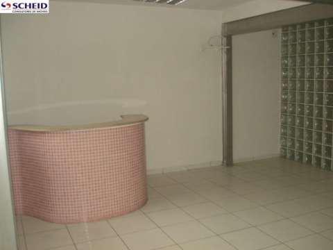 Recepção com balcão, três salas, cozinha, banheiro e