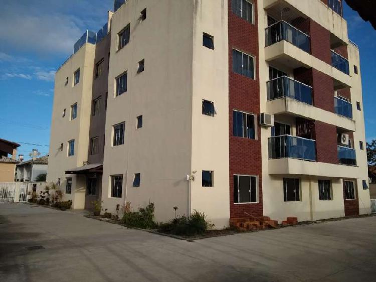Belo apartamento de dois quartos a três quadras da praia