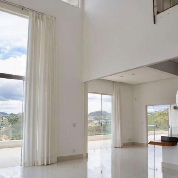 Casa 04 quartos (3 suítes) com 457 m² no condomínio vila