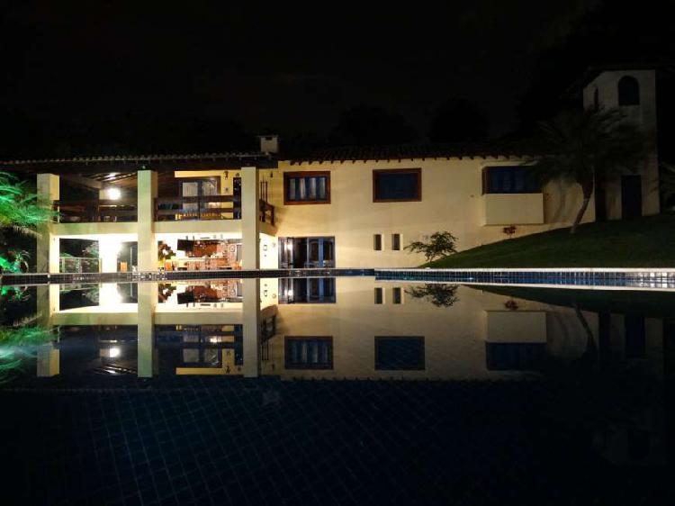 Casa grande fora de condomínio em local exclusivo!