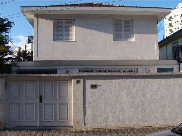 Casa para venda possui mais ou menos 300m², com 4 quartos