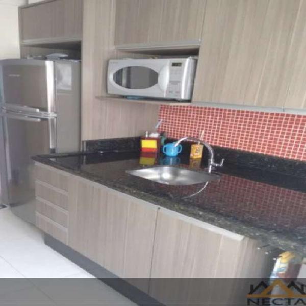 Excelente apartamento semi-mobiliado, piso laminado e