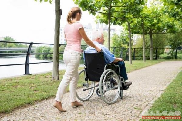 Me ofereço para trabalhar como cuidadora de idosos tenho