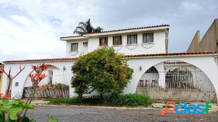 Casa de dos niveles en la viña calle cerrada oportunidad 630 mts2