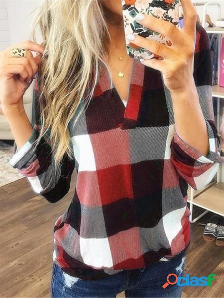 Blusa de bainha curvada com decote em v de cor vermelha