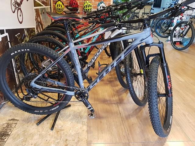 Mountain bike scott scale 710 plus