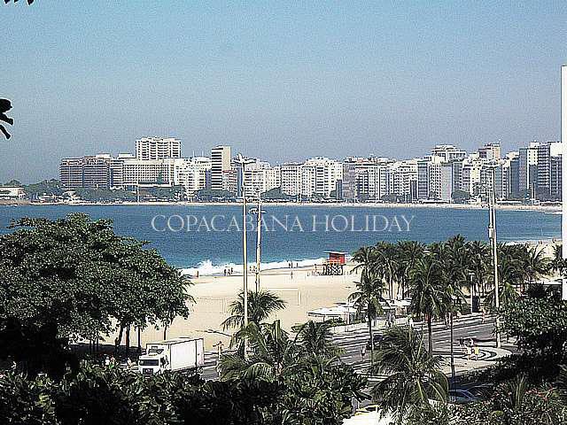Vendo em copacabana, quadra da praia .vista para o mar.
