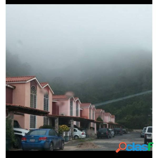 Se vende encantadora casa en lomas del rocío - la entrada naguanagua