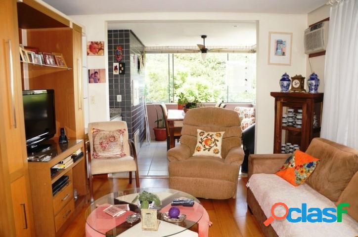 Apartamento 3 dormitórios, 1 suíte, 2 vagas. Petrópolis