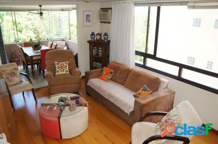 Apartamento 3 dormitórios, 1 suíte, 2 vagas. Petrópolis 1