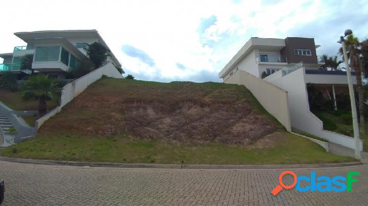 Lindo terreno de 861m² - aclive de entrada - condomínio fechado