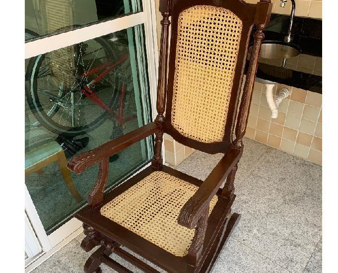 Cadeira de balanço de madeira com molas, em ótimo estado