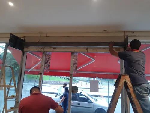 Fabricação e instalação de portas de aço manuais,
